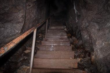 ...nivåskillnaden till ingången uppskattas till ca 30 meter...